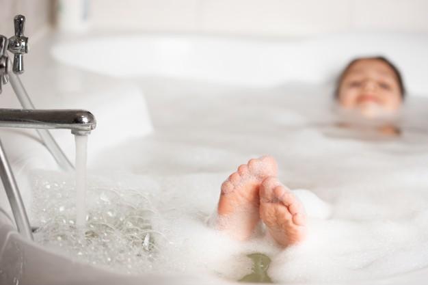 Manfaat Terapi Air Hangat yang Perlu Anda Ketahui